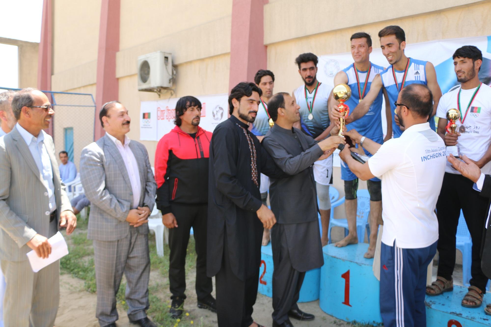قهرمانی تیم والیبال ساحلی دانشگاه کاردان در رقابتهای روزجهانی المپیک