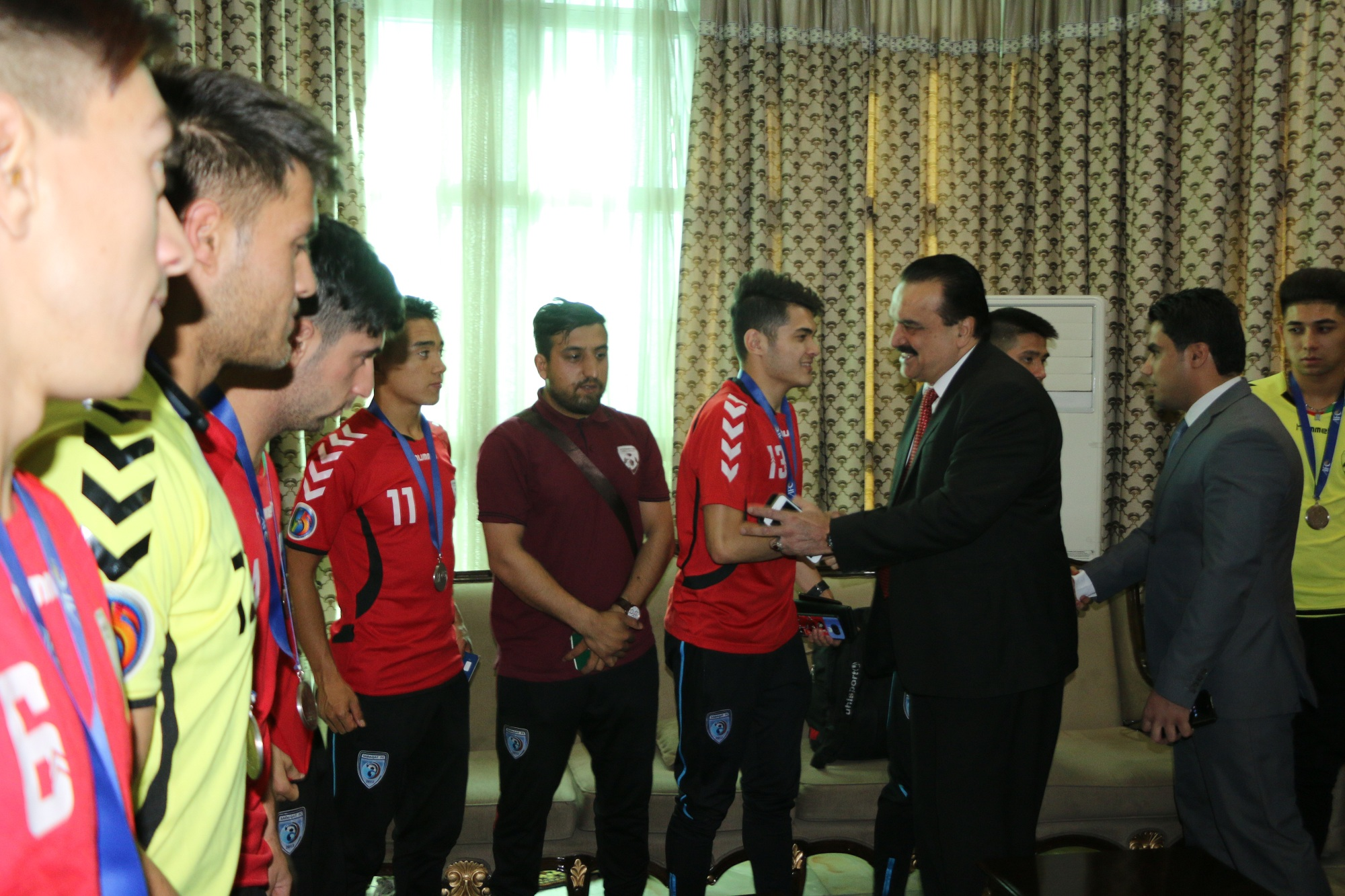 استقبال گرم و پرشکوه از بازگشت تیم فوتسال (نایب قهرمان آسیا)