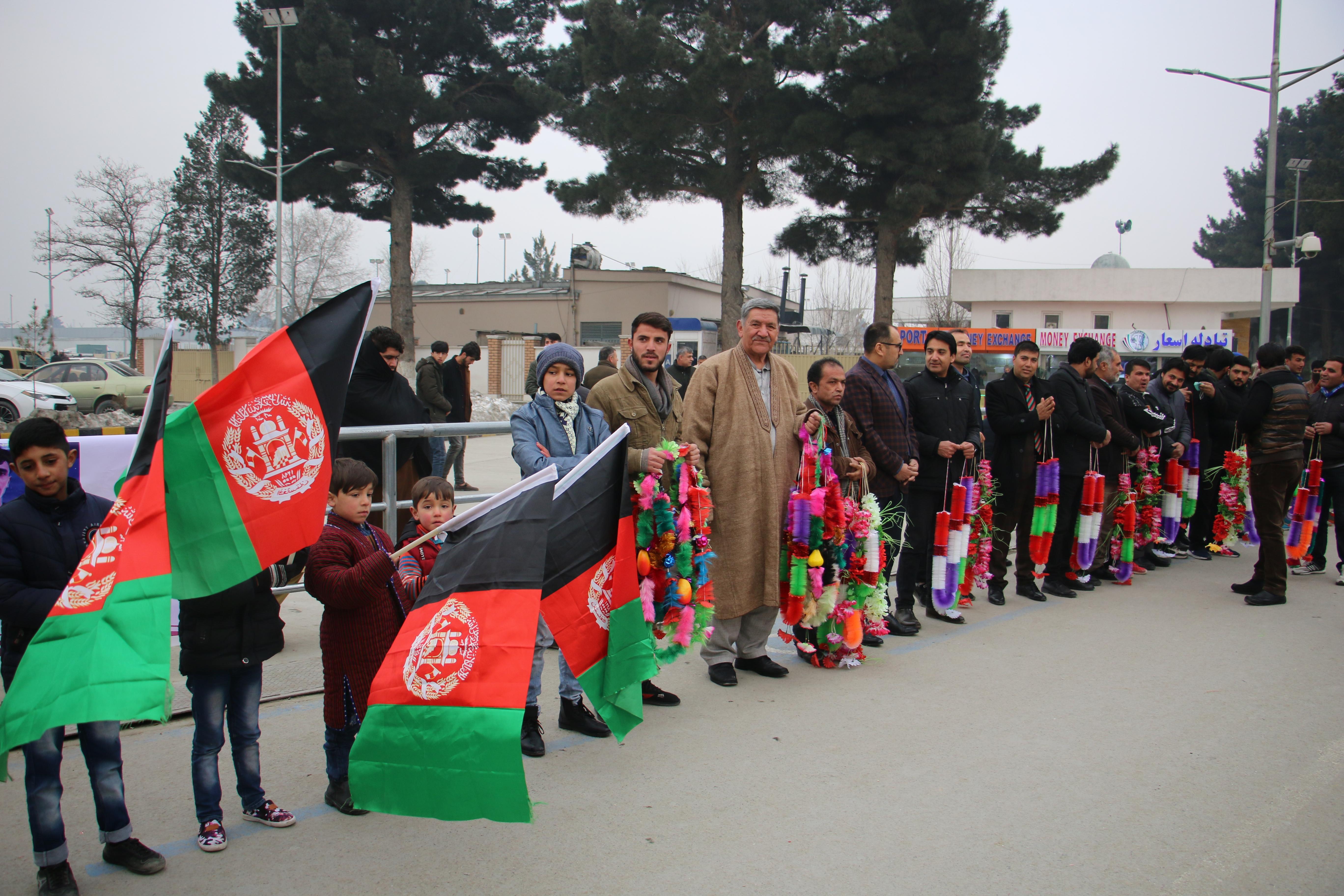 مدال آوران تکواندو کشور پس از ورود به فرود گاه کابل از سوی رهبری اداره ورزش کشور و ورزشکاران مورد استقبال قرار گرفتند .